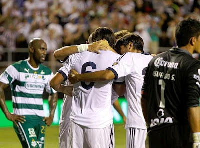 Khedira celebrates his goal in the match Real Madrid vs Santos Laguna