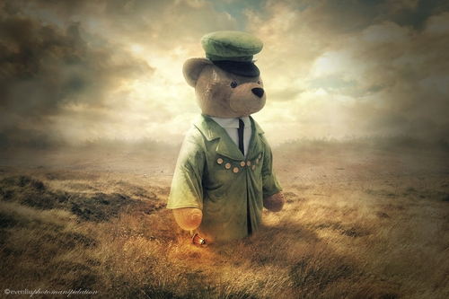 19-Teddy-Even-Liu-Surreal-Photo-Manipulations-and-the-Lantern-www-designstack-co