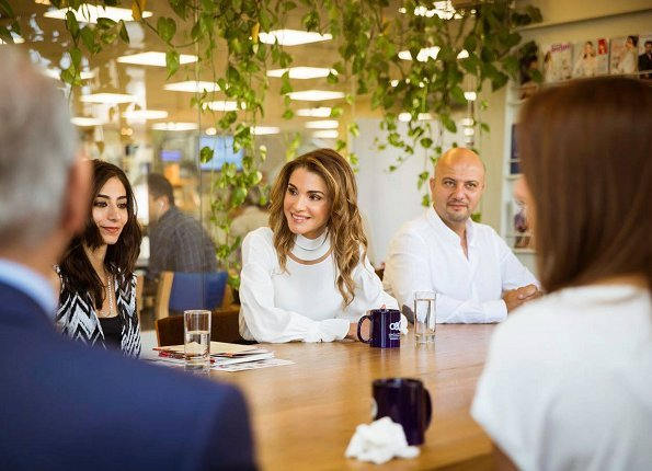 Queen Rania visited the Abdul Hameed Shoman Foundation (AHSF) and met with the Amman Design Week team