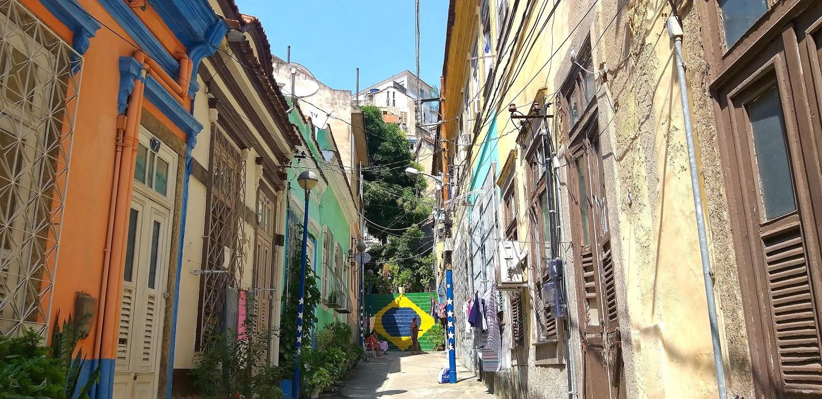 Rua Eduardo Janses. Lá no fim da escada, na Rua do Escorrega, morou dna Olívia, minha avó