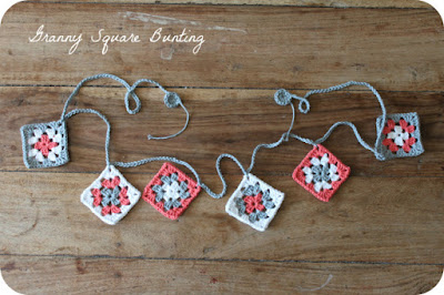 https://teacrochetandme.wordpress.com/2014/05/09/small-granny-square-bunting-tutorial/