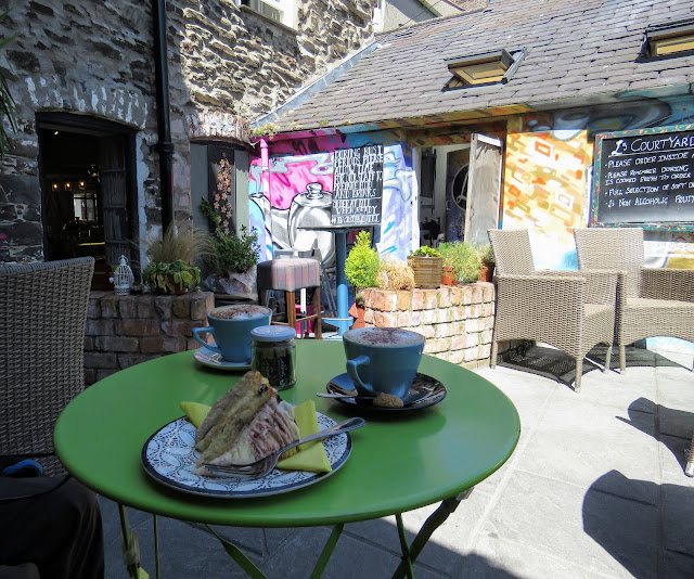 Where to eat in Conwy North Wales: L's Coffee and Bookshop courtyard