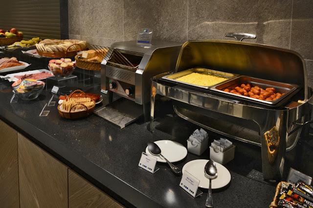 Buffet de café da manhã no Quarto do Hotel Holiday Inn Express em Temuco