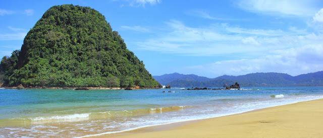 Read Island Beach Banyuwangi has familiar with the hill on middle of the sea, has been tourist attraction come to banyuwangi east java special to Red Island of Banyuwangi java.