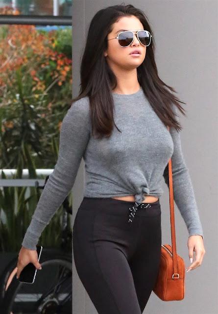 OMG!!! Selena Gomez deixa seus mamilos em exposição