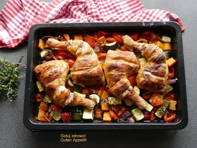 Udka kurczaka z warzywami - obiad z piekarnika - Czytaj więcej »