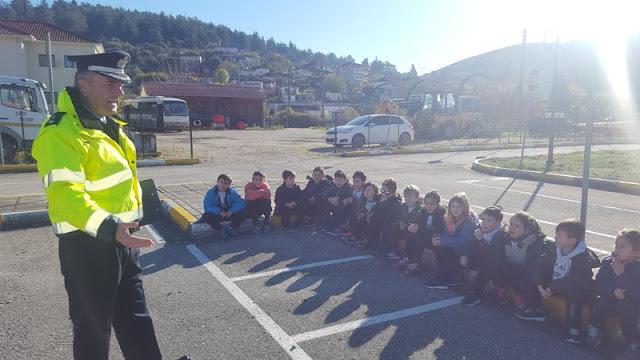 Γιάννενα: Οι μαθητές της 1ης τάξης του Αρσάκειου Δημοτικού Σχολείου που επισκέφθηκαν σήμερα το Πάρκο Κυκλοφοριακής Αγωγής του Δήμου Πωγωνίου