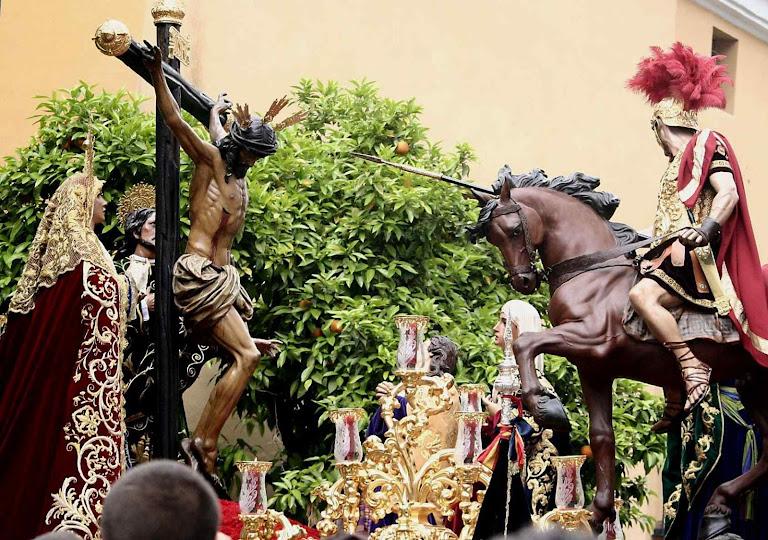 Representação piedosa do momento tremendo do golpe no corpo exânime de Jesus Cristo Passo da Hermandad de la Lanzada, Semana Santa, Sevilha.