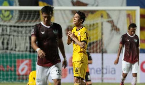 Selebrasi Oh In-kyun usai cetak goll buat Mitra Kukar (4 Feb 2017)