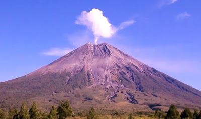 gunung semeru tertinggi di indonesia