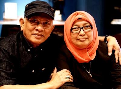 Foto kenangan Gus Mus dan almarhum Istrinya in memoriam