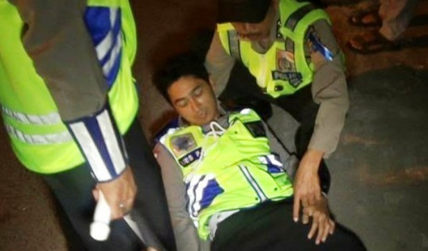 Inalillahi! Ditabrak Joki Balap Liar, Polantas Terkapar di Jalan Raya