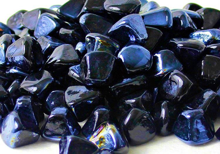 Yerin metrelerce altından çıkarılan siyah elmas taşı, usta eller tarafından işlendiğinde oldukça para etmektedir.