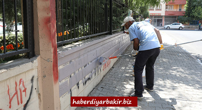 Diyarbakır Büyükşehir Belediyesi görüntü kirliliğini ortadan kaldırıyor