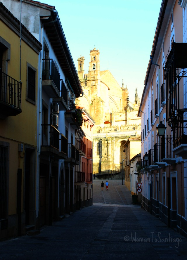 foto calle y catedral