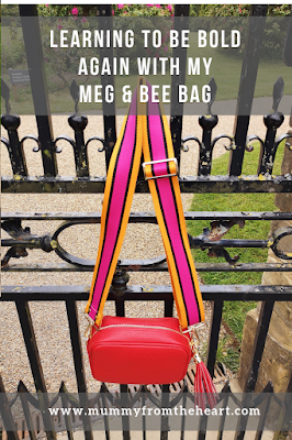 Meg & Bee bag pin
