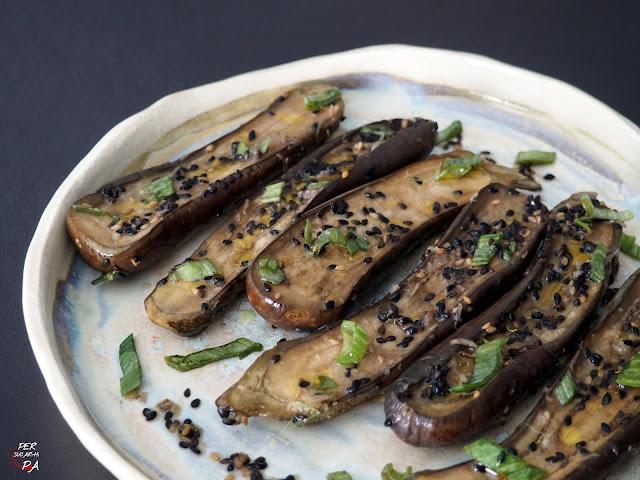 Berenjenas al vapor marinadas en un sabroso aliño típico de la cocina japonesa.