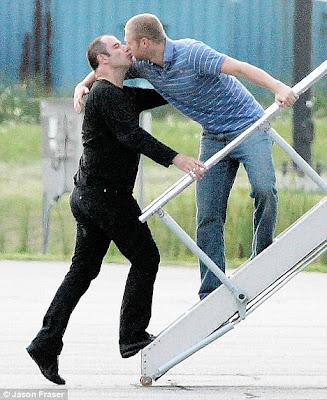 Resultado de imagen de John Travolta y su romance con un piloto