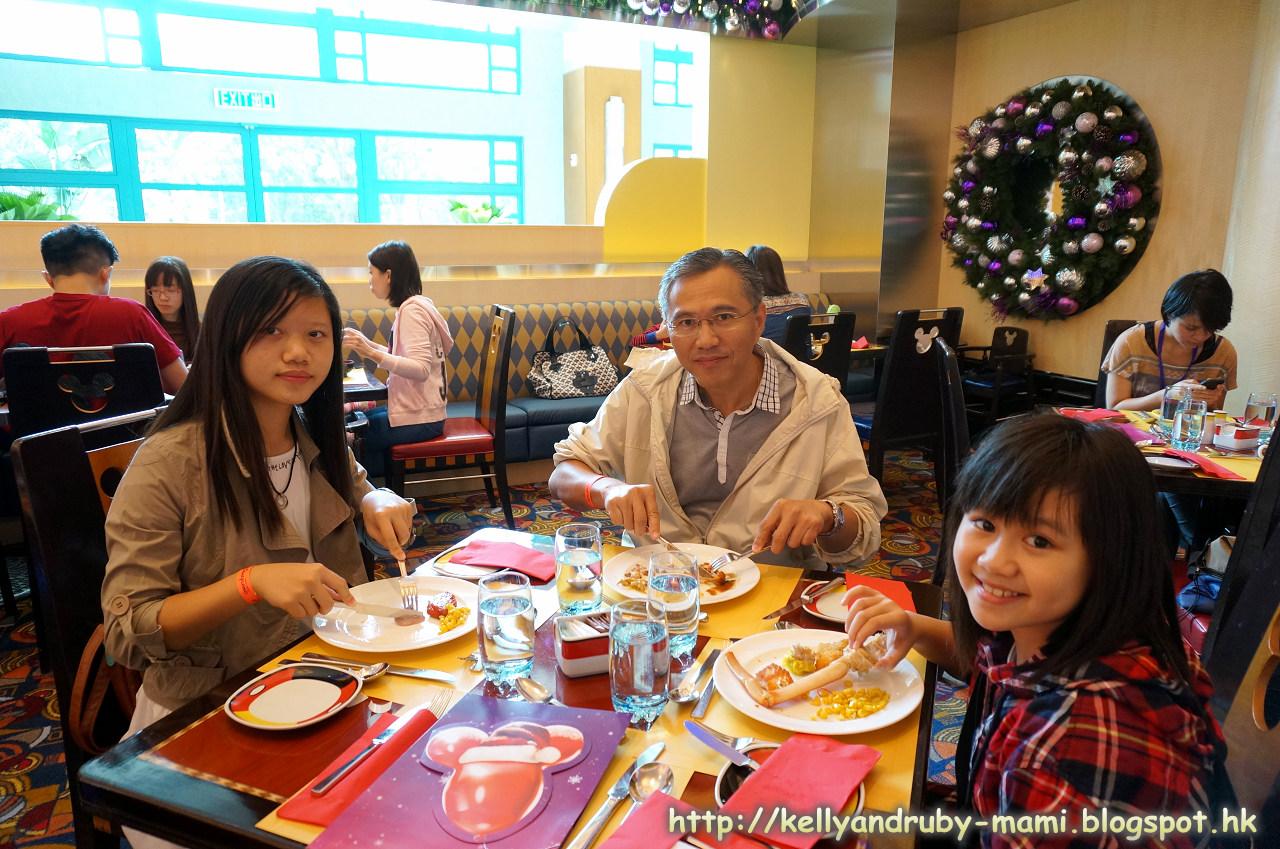 何師奶《全職煮婦生活逸事+烹飪分享》: 香港迪士尼樂園雪亮聖誕及Hollywood Hotel聖誕自助餐