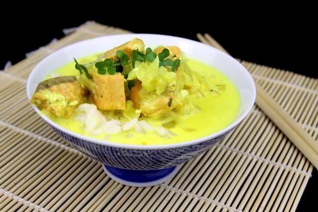 Curry kokosowe z łososiem
