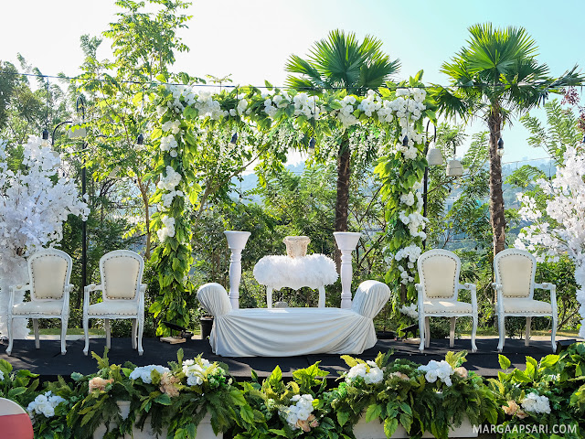 Outdoor Wedding Clove Garden Hotel - Dago Pakar, Bandung Review