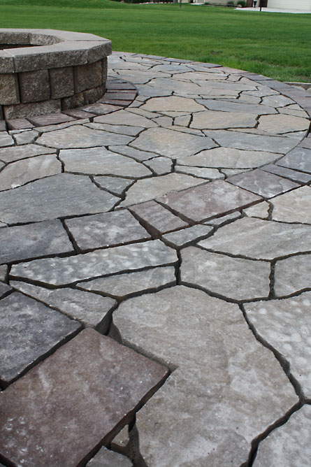 How to build a patio {part 4}: Laying pavers | The Hansen ...