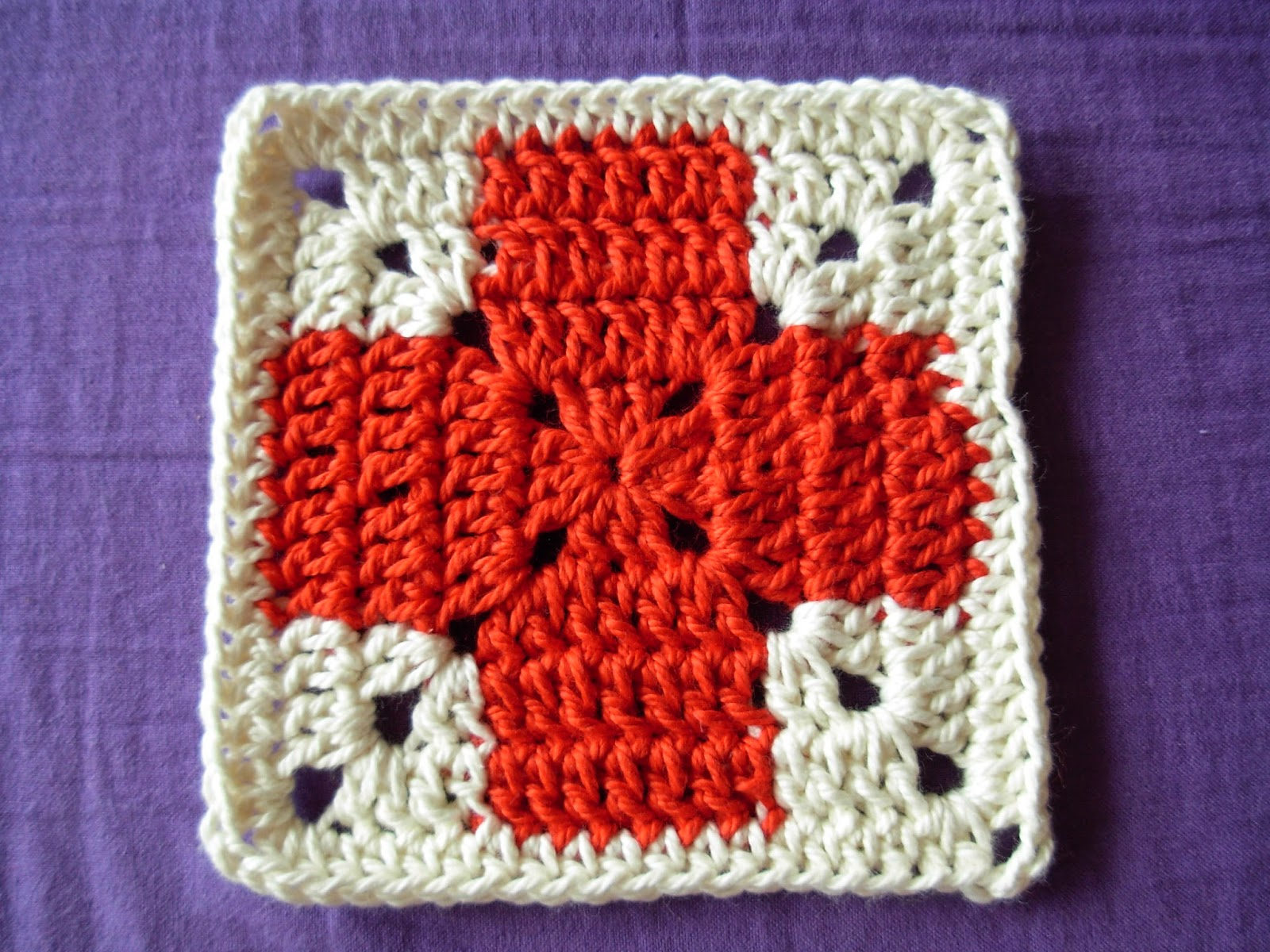 Freebook Granny Square Redcross