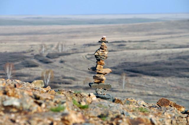 Пирамидка из камней в Аркаиме