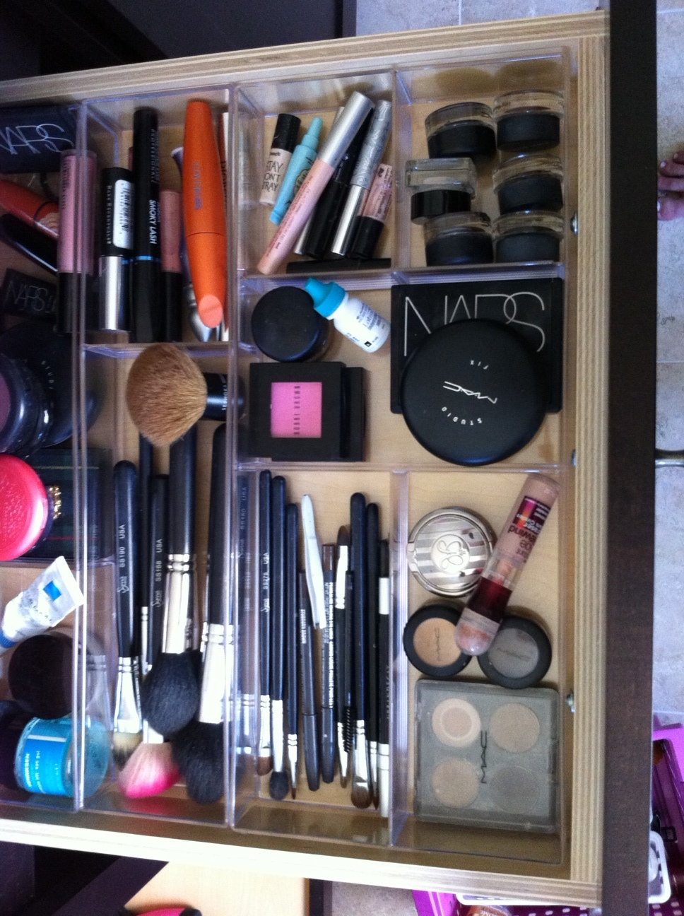 How I Organize & Store My Makeup