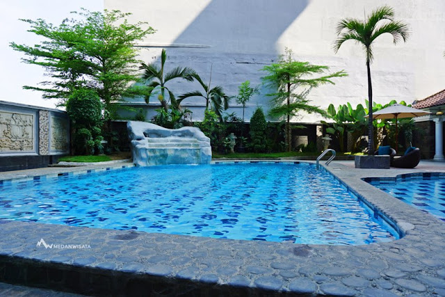 Pengalaman Staycation di Hotel Radisson Medan