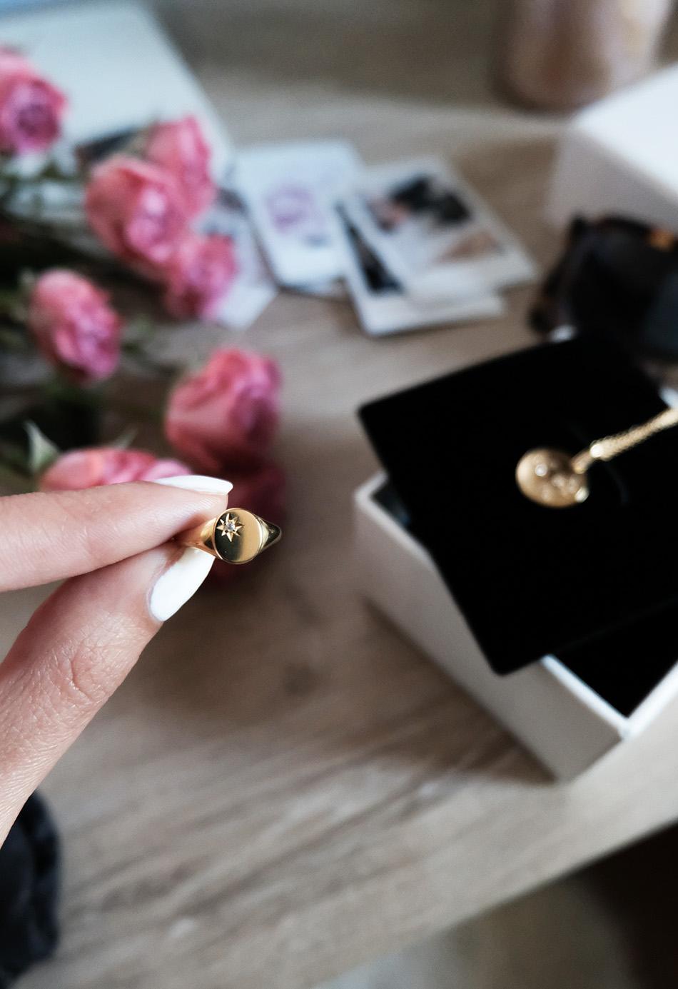 star signet ring | mejuri pinky ring review