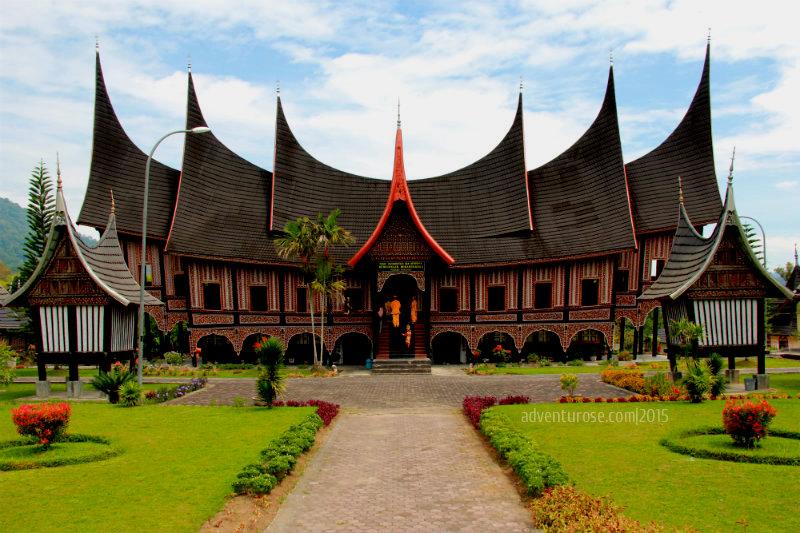 contoh gambar rumah adat minangkabau