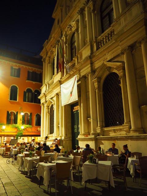 Zákoutí v Benátkách, Benátky v noci - Venezia at night