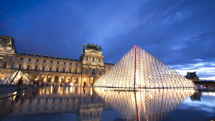 Wallpaper: Louvre Pyramid & Museum
