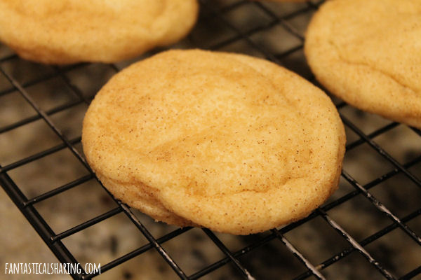 White Chocolate-Filled Snickerdoodles // Not your average snickerdoodle, a bite into these cookies reveals a creamy white chocolate filling! #recipe #cookies #snickerdoodles #SundaySupper #dessert #chocolate