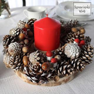 Świąteczny wianek ze świecą