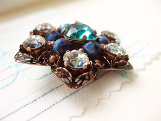 vintage style jewelry, rhinestone jewelry, rhinestone brooch