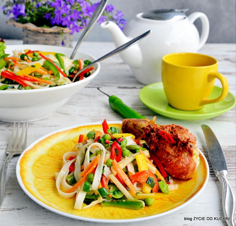 salatka z bobem, przepisy z bobem, bob, sezonowe przepisy, lipiec, lipiec wkuchni, warzywa sezonowe lipiec, lipiec owoce sezonowe lipiec, lipiec warzywa sezonwe, sezonowa kuchnia, sezonowosc, zycie od kuchni, lipiec zestawienie przepisow