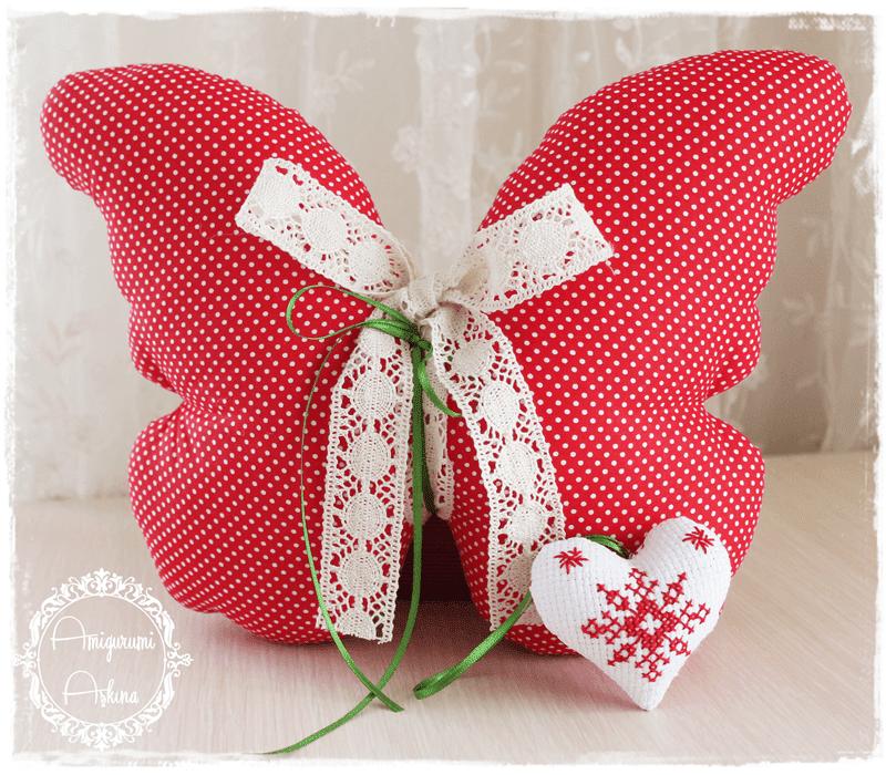Yeni Yıl Çalışmalarımdan: Kırmızı Kelebek Yastık ve Etamin İşlemeli Küçük Kalp