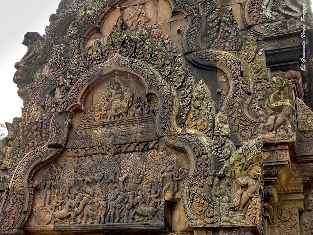 Banteay Srei, Indra creando lluvia - Angkor, Camboya por El Guisante Verde Project