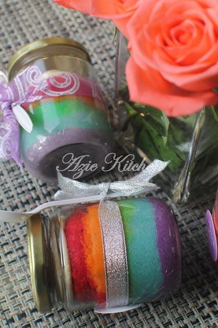 Rainbow Cakes In Jars Sebagai Door Gift