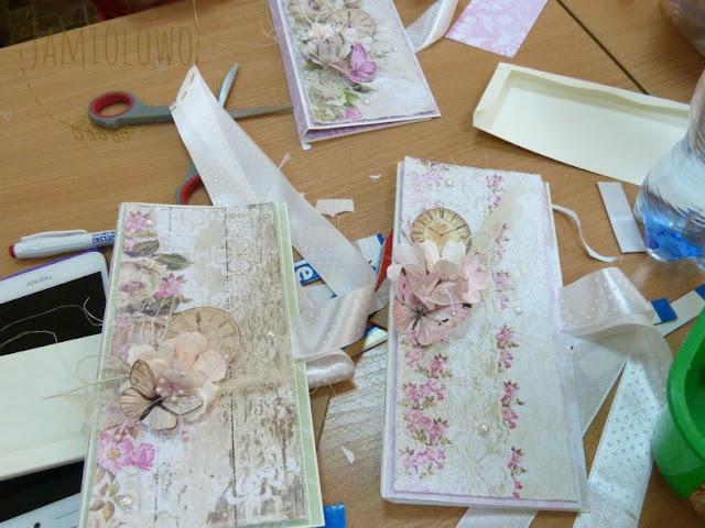 czekoladowniki z kompozycjami kwiatowymi