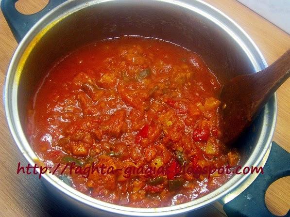 Τα φαγητά της γιαγιάς - Σάλτσα τόνου με πολύχρωμες πιπεριές