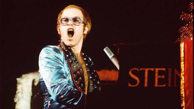 Un Clásico: Elton John - Step Into Christmas