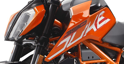2017 KTM Duke 390 close up shot