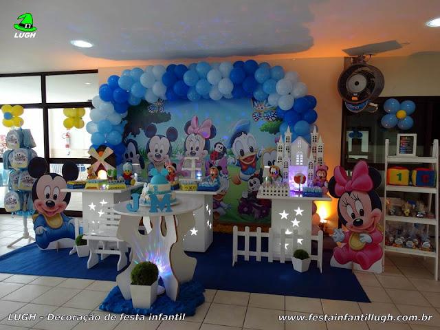 Decoração Baby Disney em mesa provençal para festa de aniversário infantil