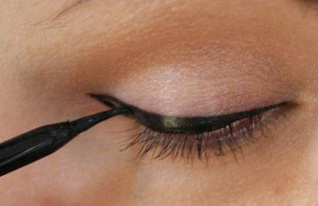 Tips How to Choose and Apply Liquid Eyeliner Properly