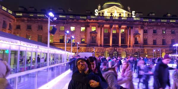 María con su novio en Somerset House de Londres