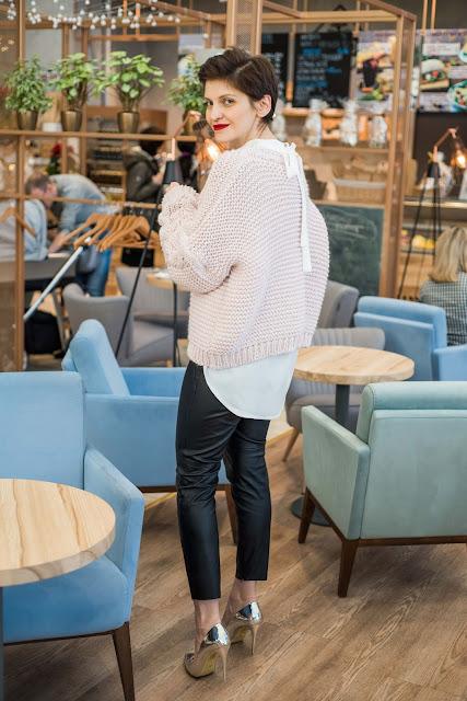 sweter, gruby sweter, sweter warkocz, świąteczna stylizacja, porady stylistki, stylistka poznan, jak ubrac się na świeta, styl, moda, butik poznań , biała koszula, casual, codzienna stylizacja,