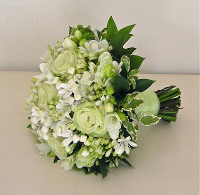 pale-green-white-wedding-bouquet Partecipazione pocket fiori verde salviaUncategorized